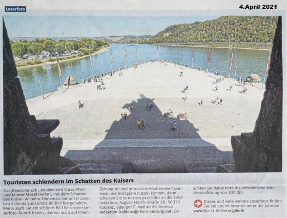 Touristen slenderen im Schatten des Kaisers - Leserfoto von Leo Schmitz in der Rheinzeitung am 04.05.2021